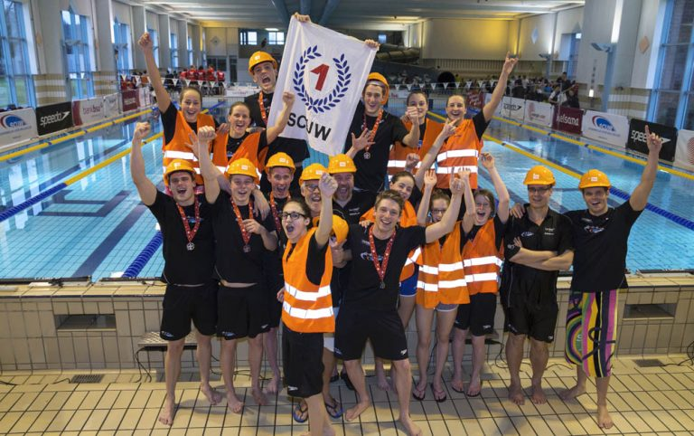 SCUW's men and women teams pose for a photo during the NLA Swiss Swimming Club Championships at the Hallenbad Buchholz in Uster, Switzerland, Sunday, March 24, 2013. (Photo by Patrick B. Kraemer / MAGICPBK)